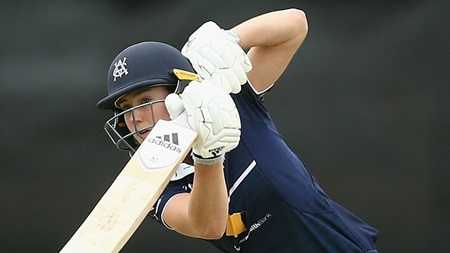 Perry digs in for 67, her top WNCL score this season
