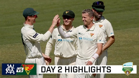Bowlers dominate again on day two in Melbourne