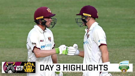 Runs continue to flow as batters dominate at the Gabba