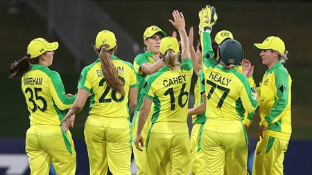 Bowling unit fires as Australia sweep Rose Bowl series