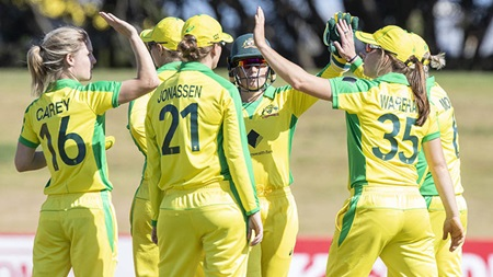 Clinical Aussies clinch first ODI and world record