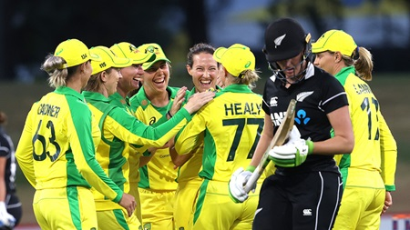 Haynes, Jonassen fire as Australia retain Rose Bowl