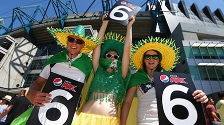 Fans flock to MCG for Cup opener