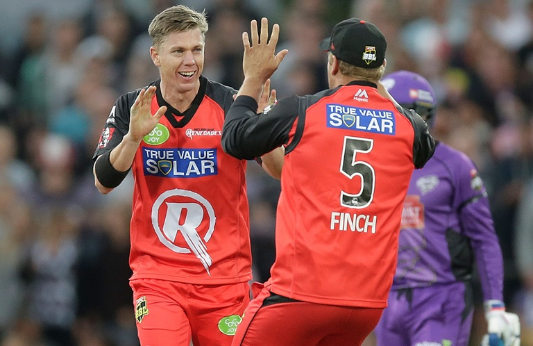 Finch-guides-Renegades-with-captains-knock-still