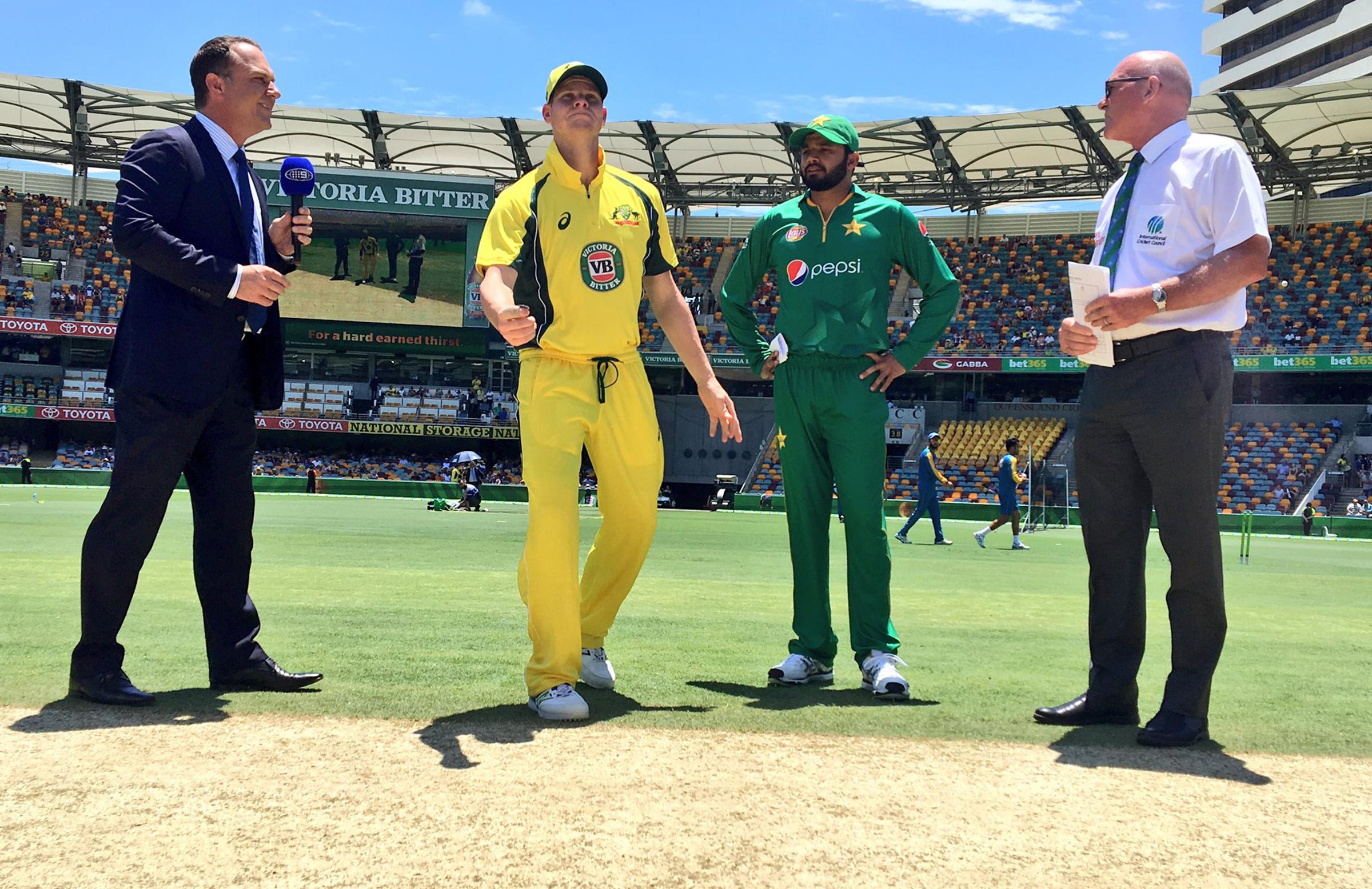Australia drop the ball against Pakistan