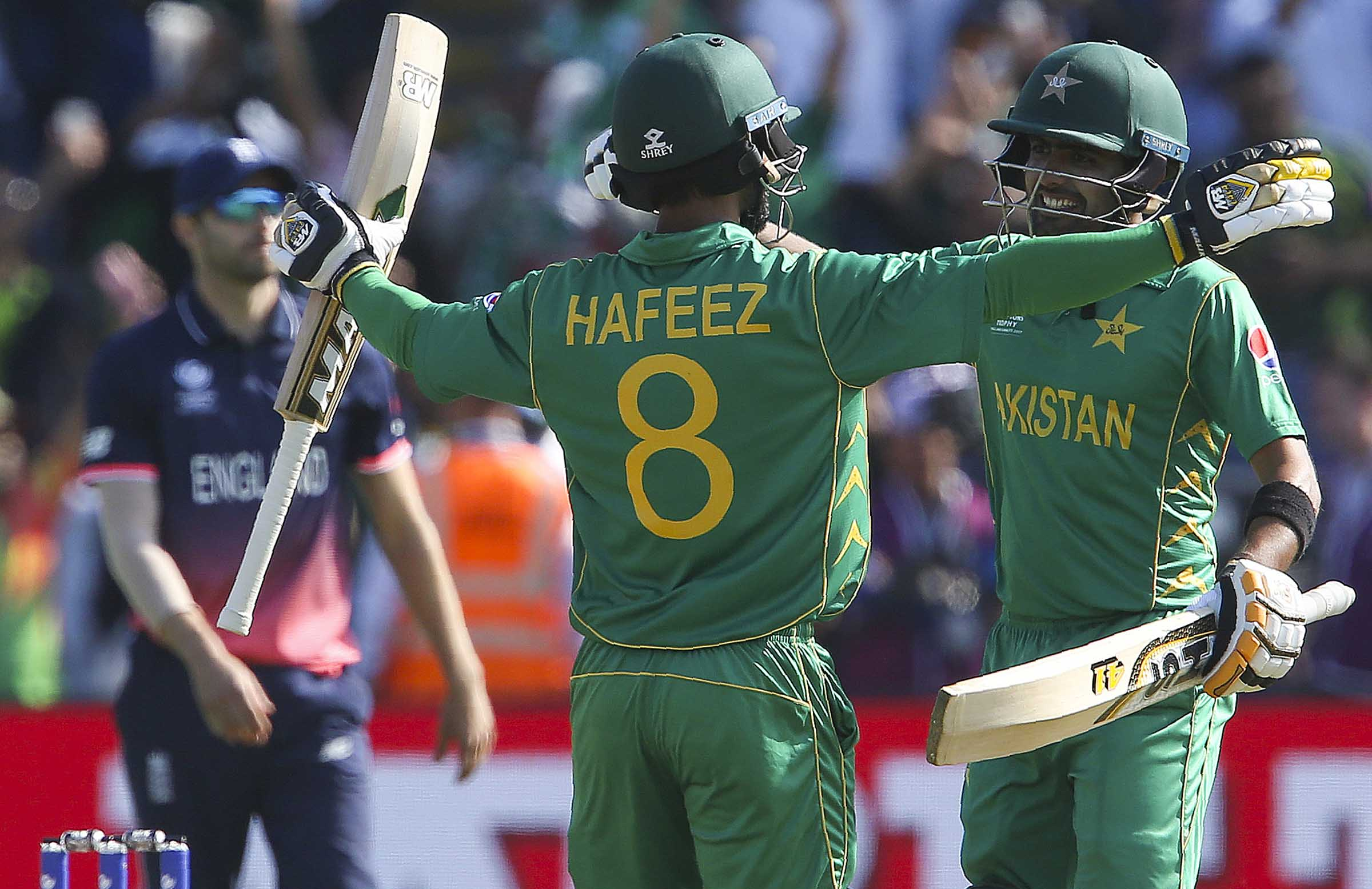 CT 17:Sarfraz leads by example, takes Pakistan to the semis