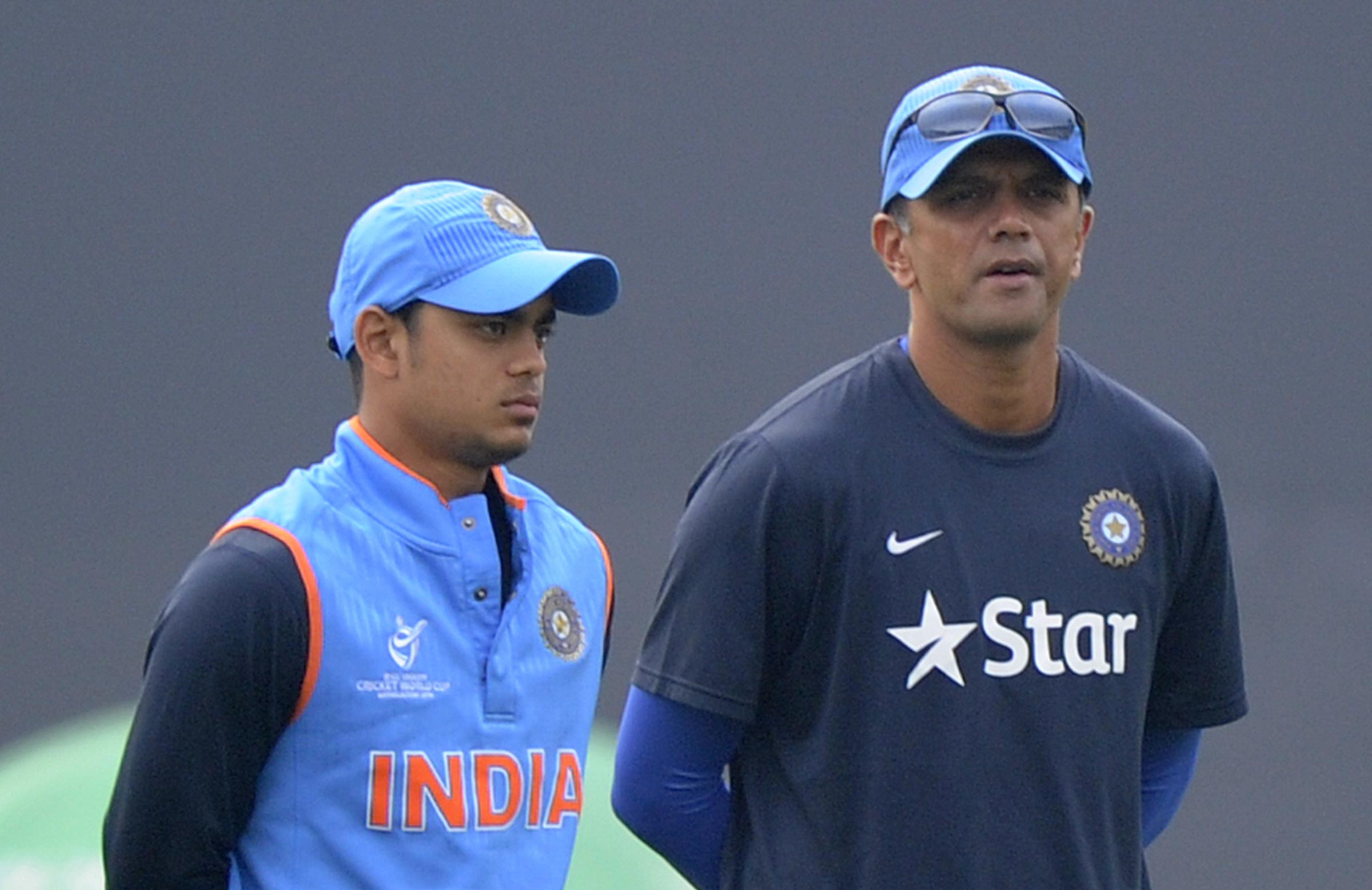 Dravid (R) to continue to mentor India