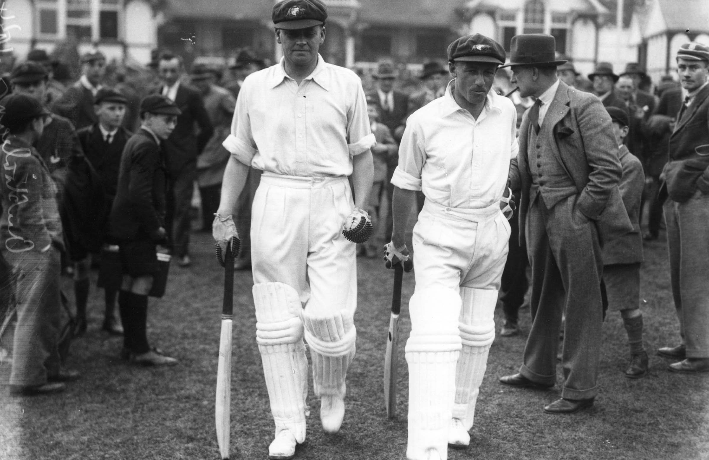 Bradman (R) heads to the middle with Bill Woodful // Getty