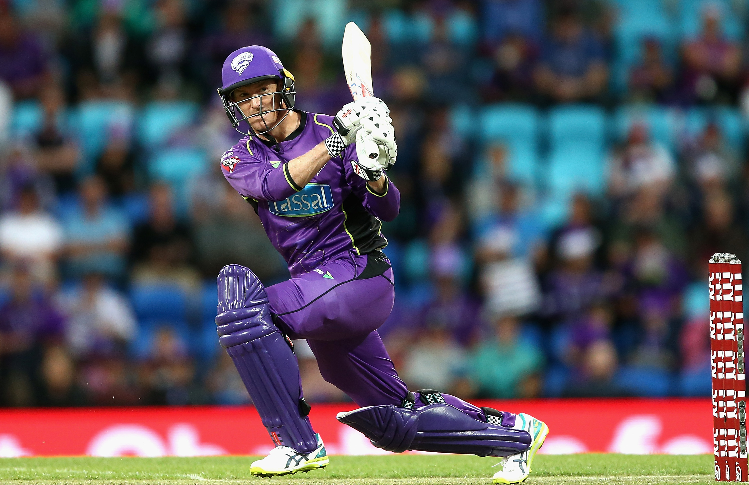 Hurricanes set Thunder 190 in BBL