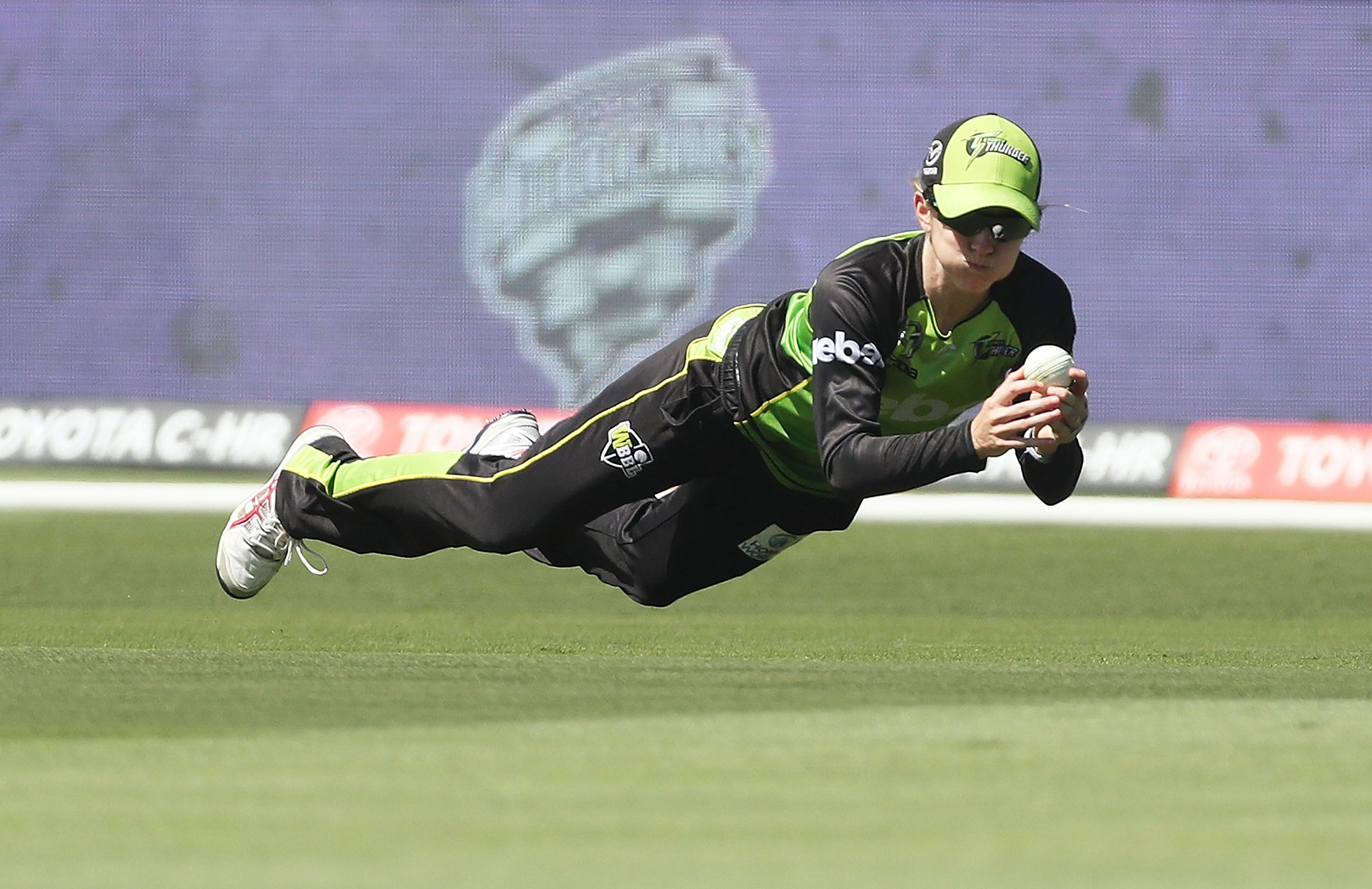 Buttler, bowlers help Thunder return back to winning ways