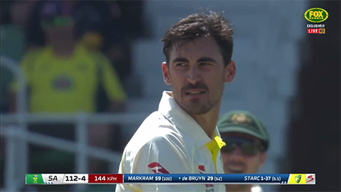 Snarling Starc gives de Bruyn a piece of his mind