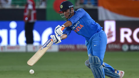 MS Dhoni brings calm to India squad