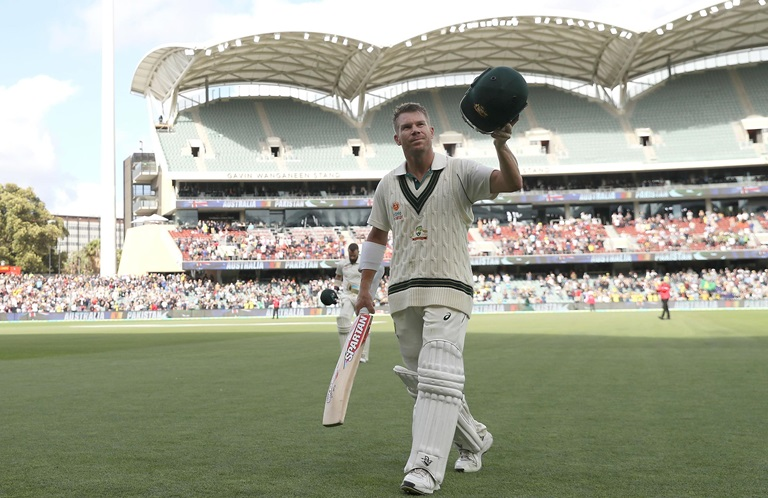 Sealed-with-a-kiss-Warner-celebrates-epic-300-still