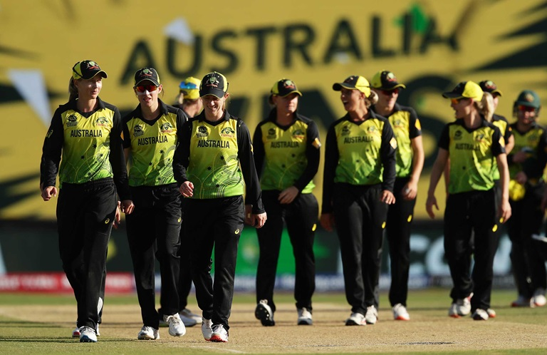 Aussies-advance-despite-Perrys-injury-scare-still