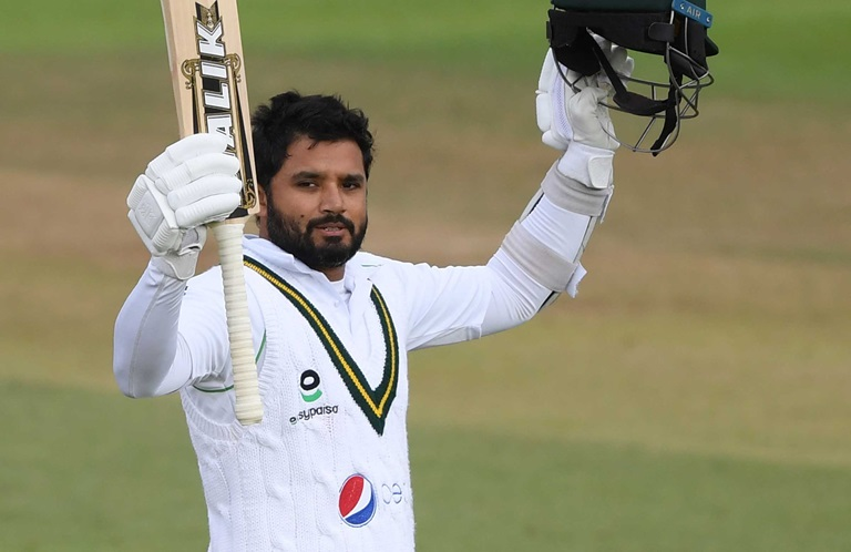 Azhars-stirring-century-helps-Pakistan-keep-England-at-bay-still