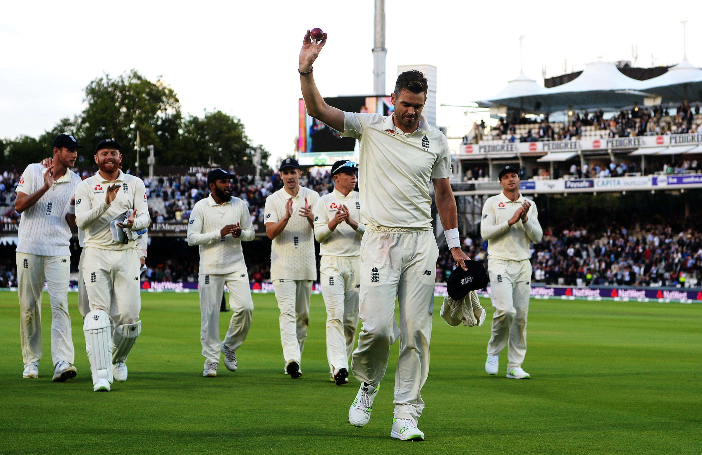 Anderson salutes his 5-20 // Getty