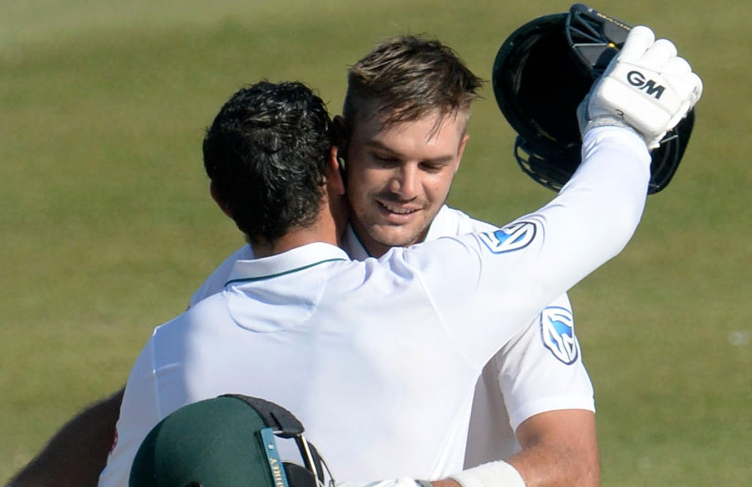 De Kock congratulates Markram on his third Test ton // Getty