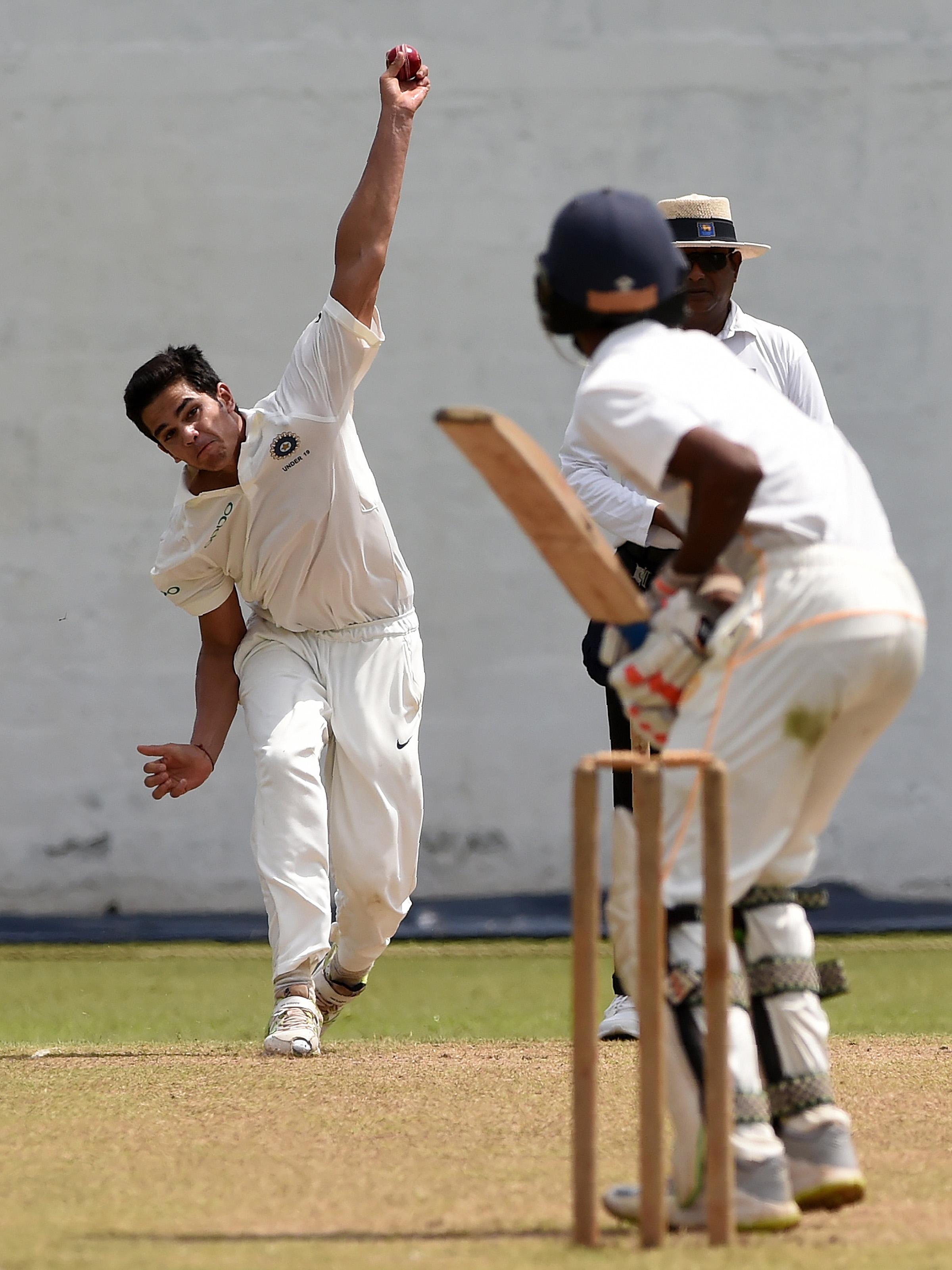 Arjun Tendulkar bowling in Colombo // Getty