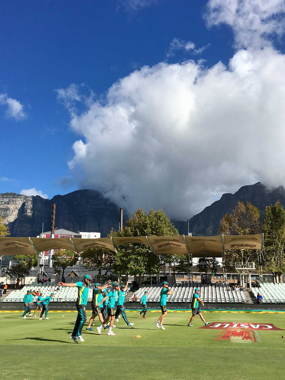 Australia's players warm-up on day four // Andre Mauger