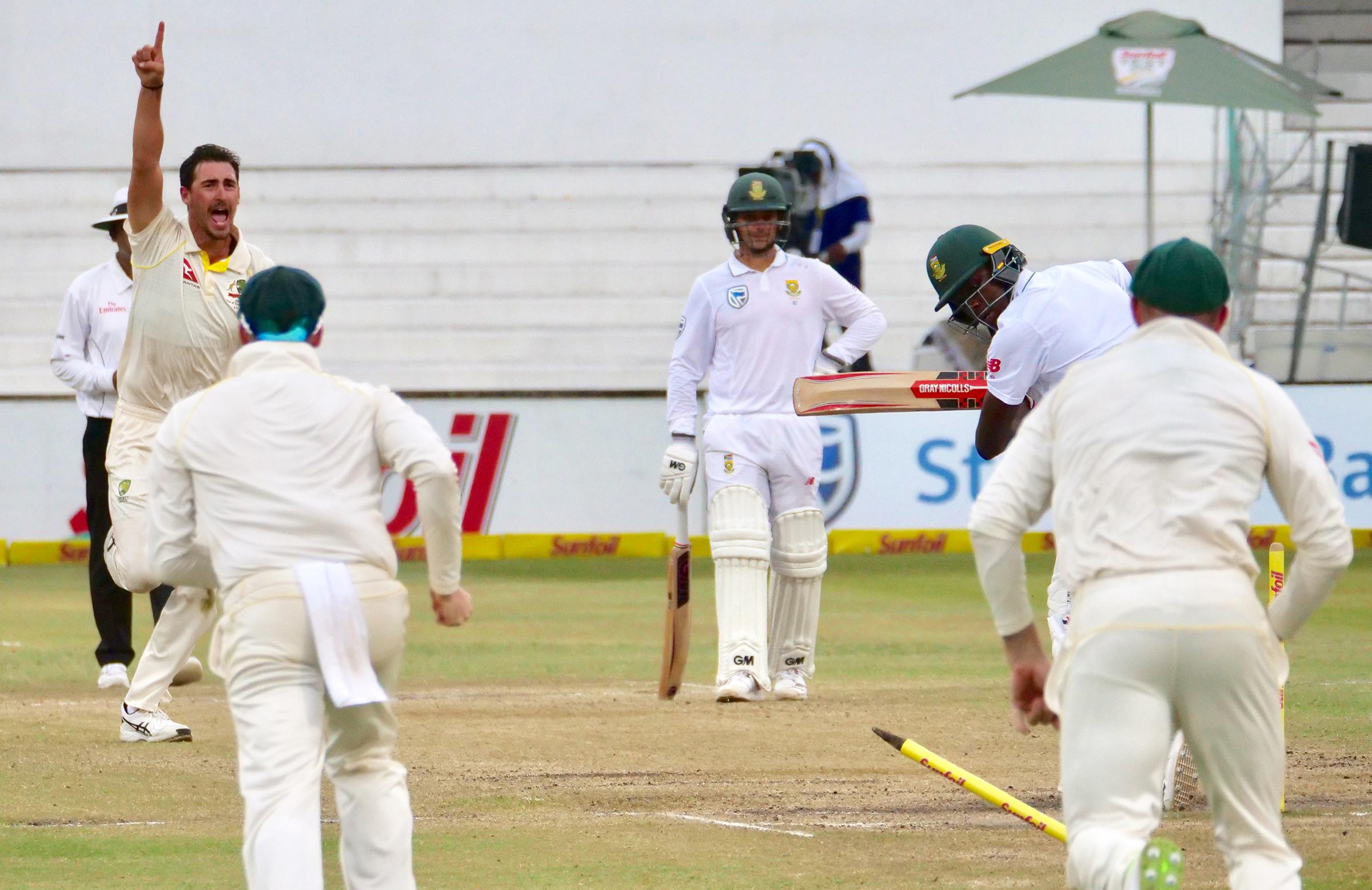 Starc flattens Rabada's off stump // Cricket Network