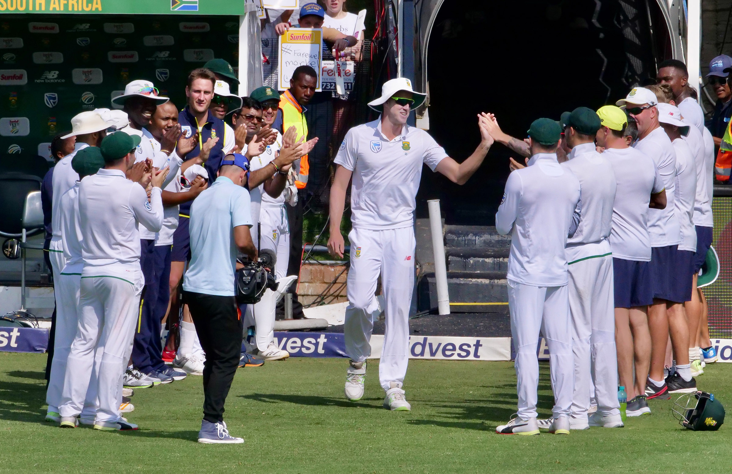 Morkel received a guard of honour on the final morning // cricket.com.au