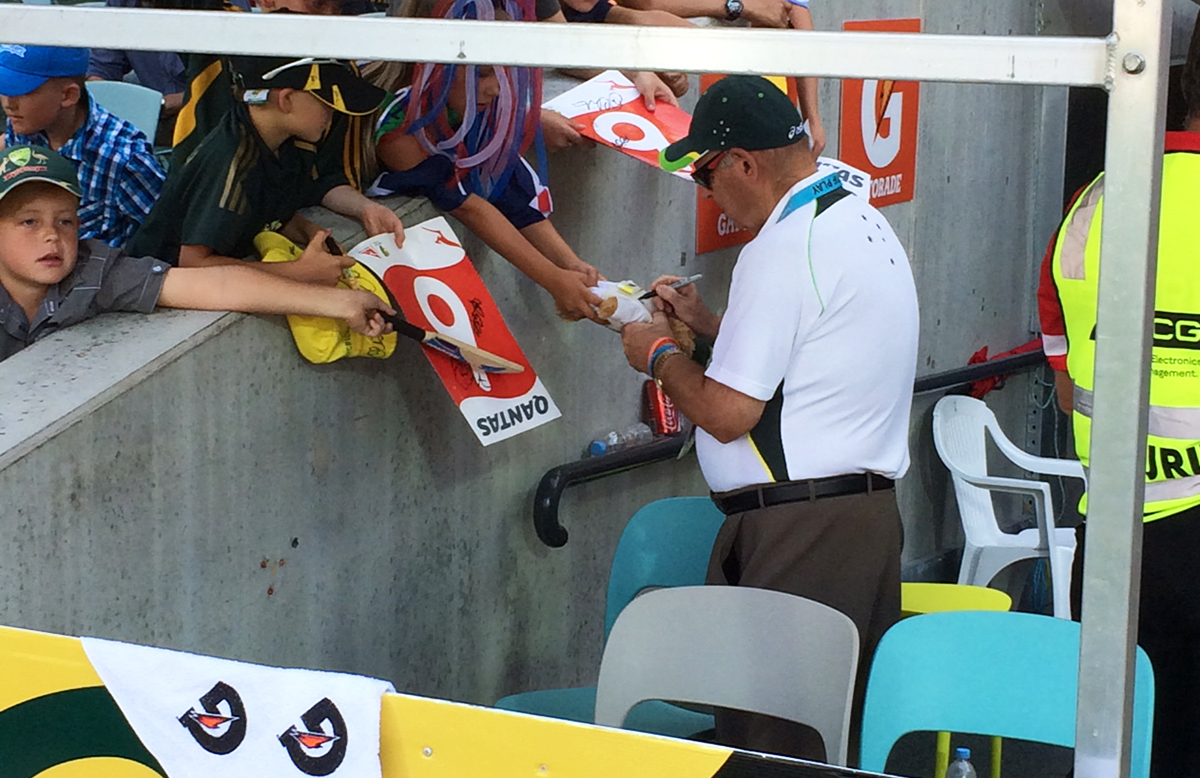 Barry 'Nugget' Rees signing autographs // Cricket Australia