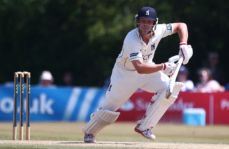 Jonathan Trott batting for Warwickshire in 2014 // Getty Images