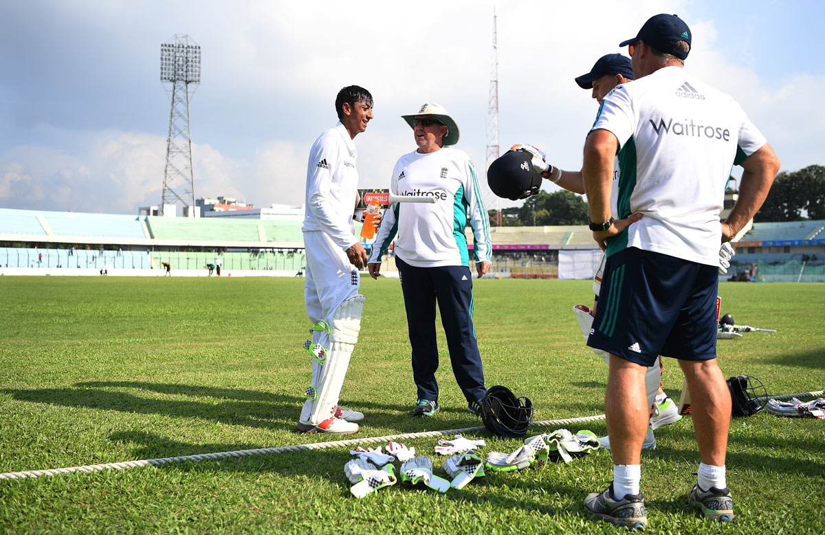 Haseeb Hameed chats to coach Trevor Bayliss // Getty