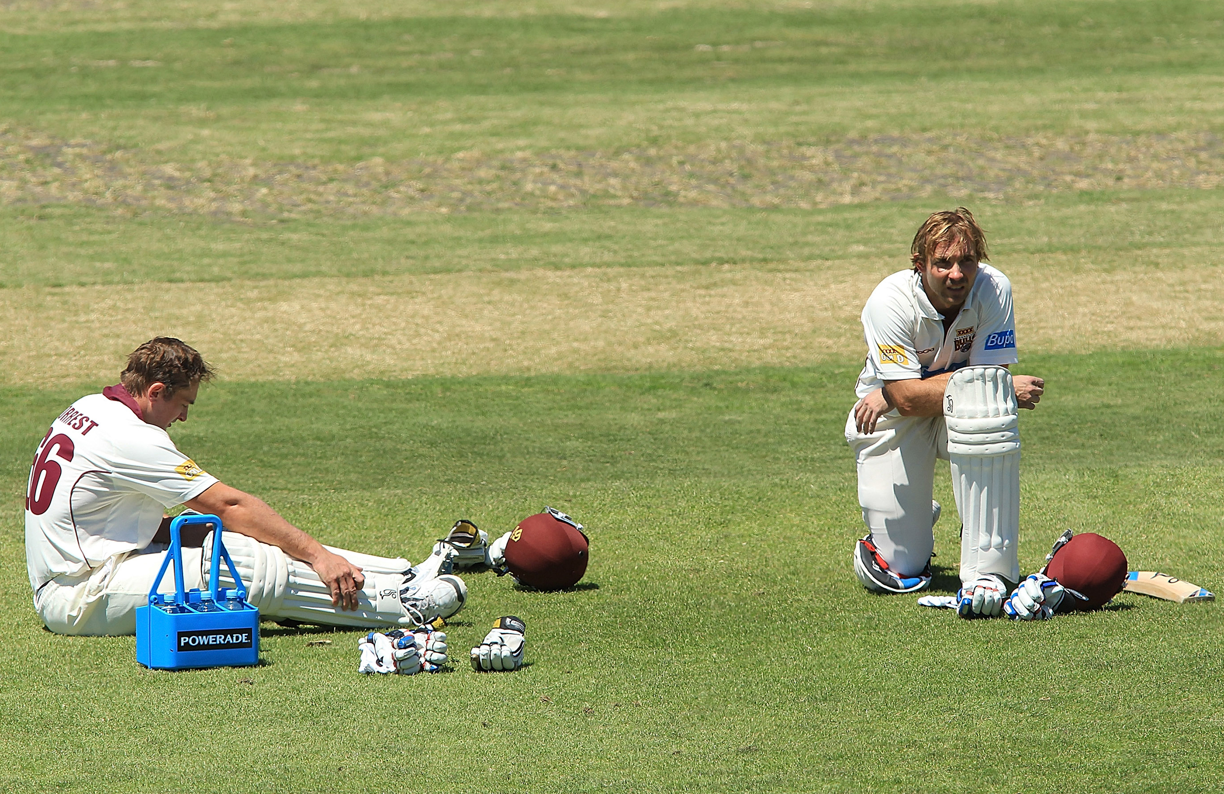 Forrest and Hartley on their haunches during a drinks break // Getty