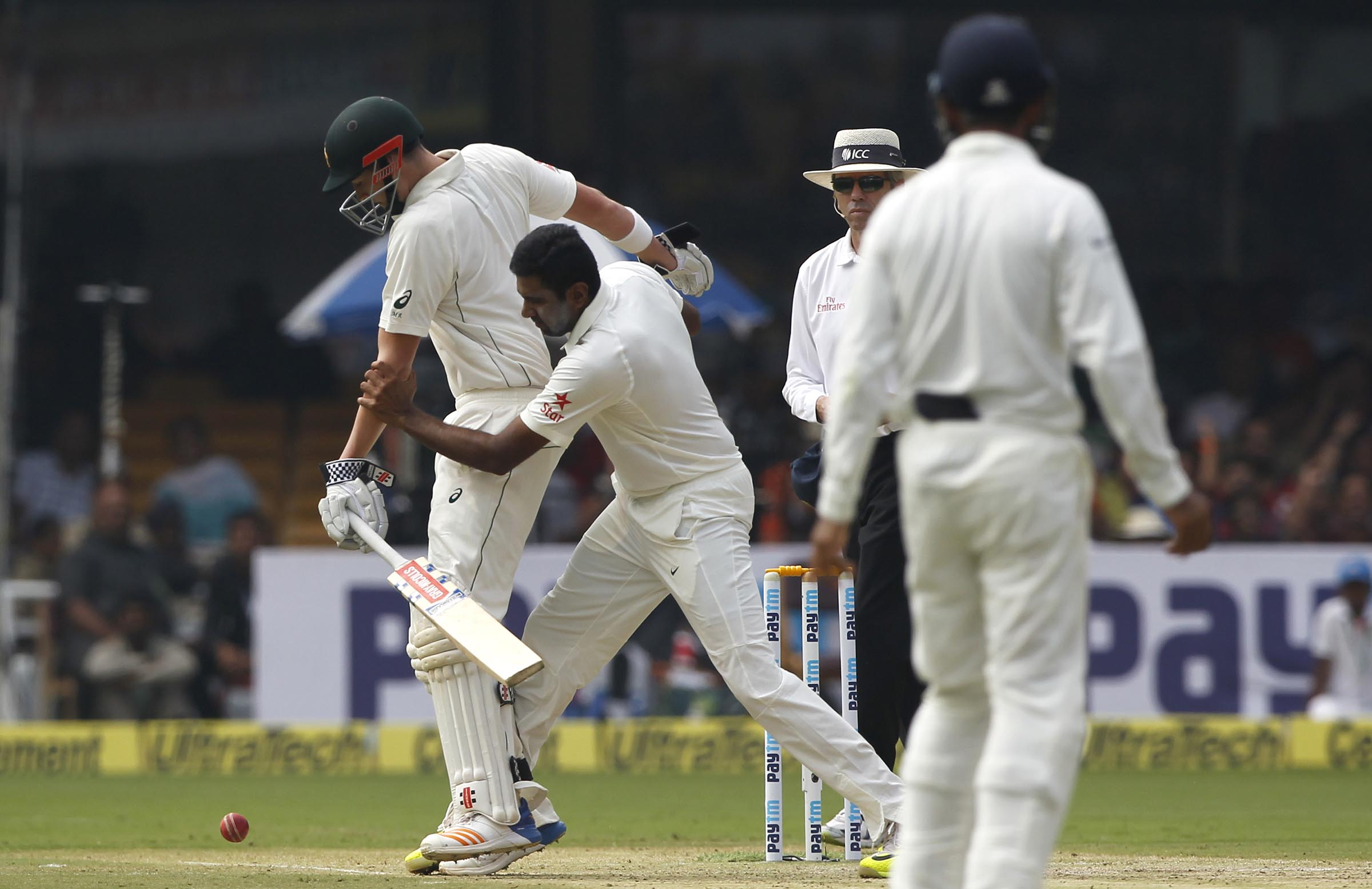 Renshaw and Ashwin collide at the non-striker's end // BCCI