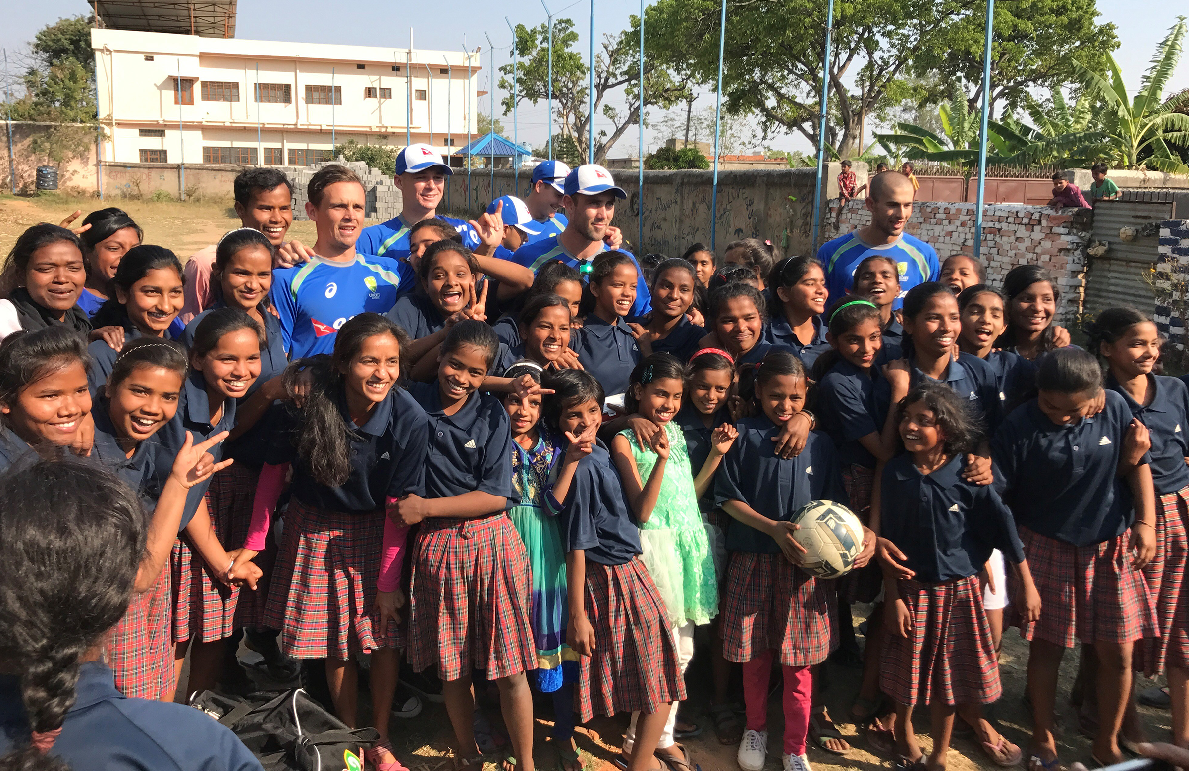 Australia's cricketers and the girls of the Yuwa school // cricket.com.au