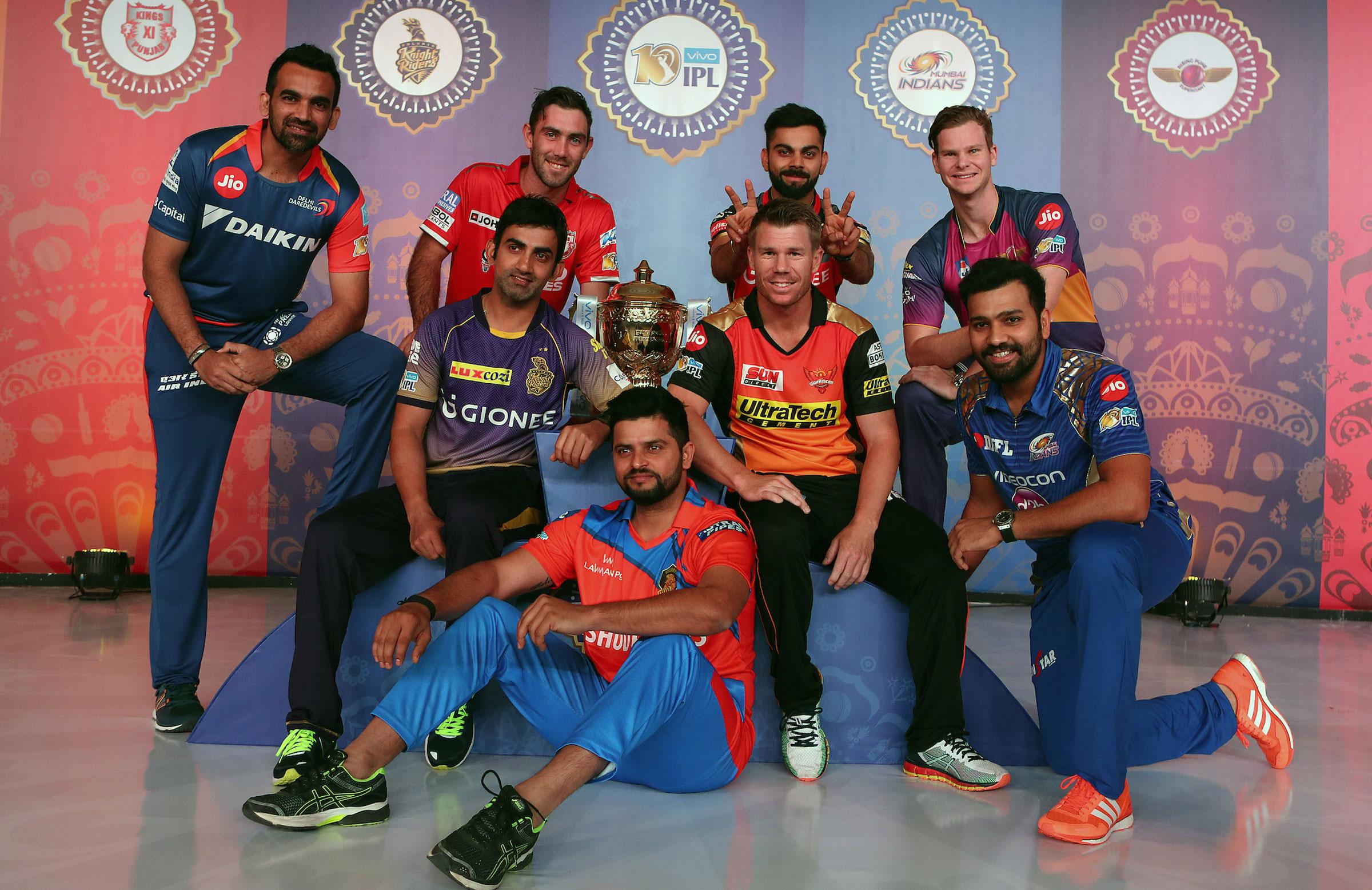 Virat Kohli has some fun with David Warner // BCCI
