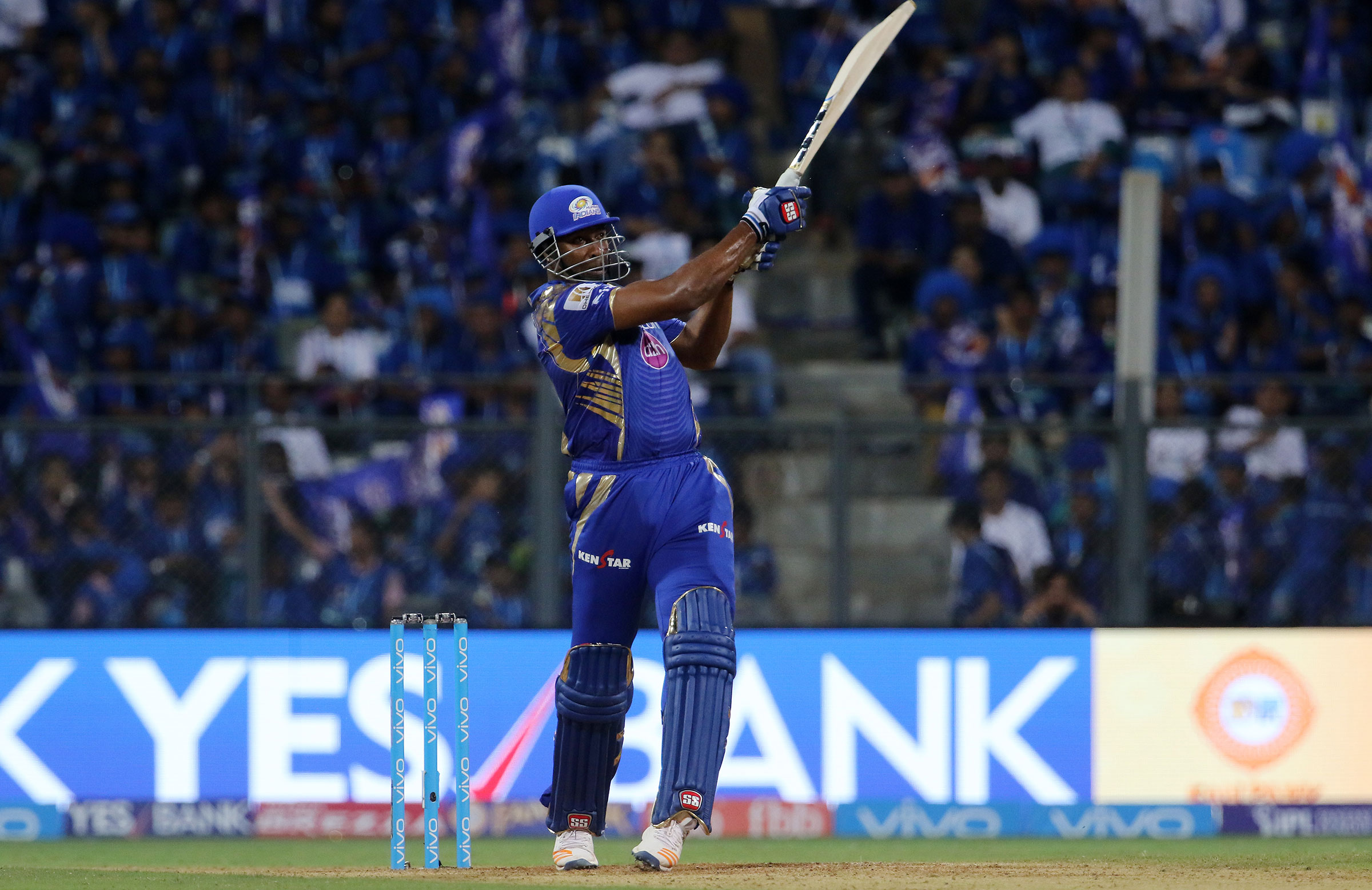 Pollard pulls as he guides Mumbai to victory against Gujarat // BCCI
