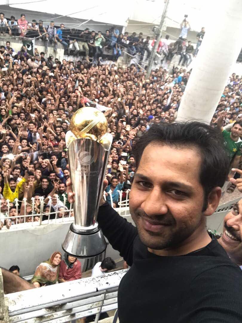 Sarfraz's selfie from his Karachi balcony // Twitter