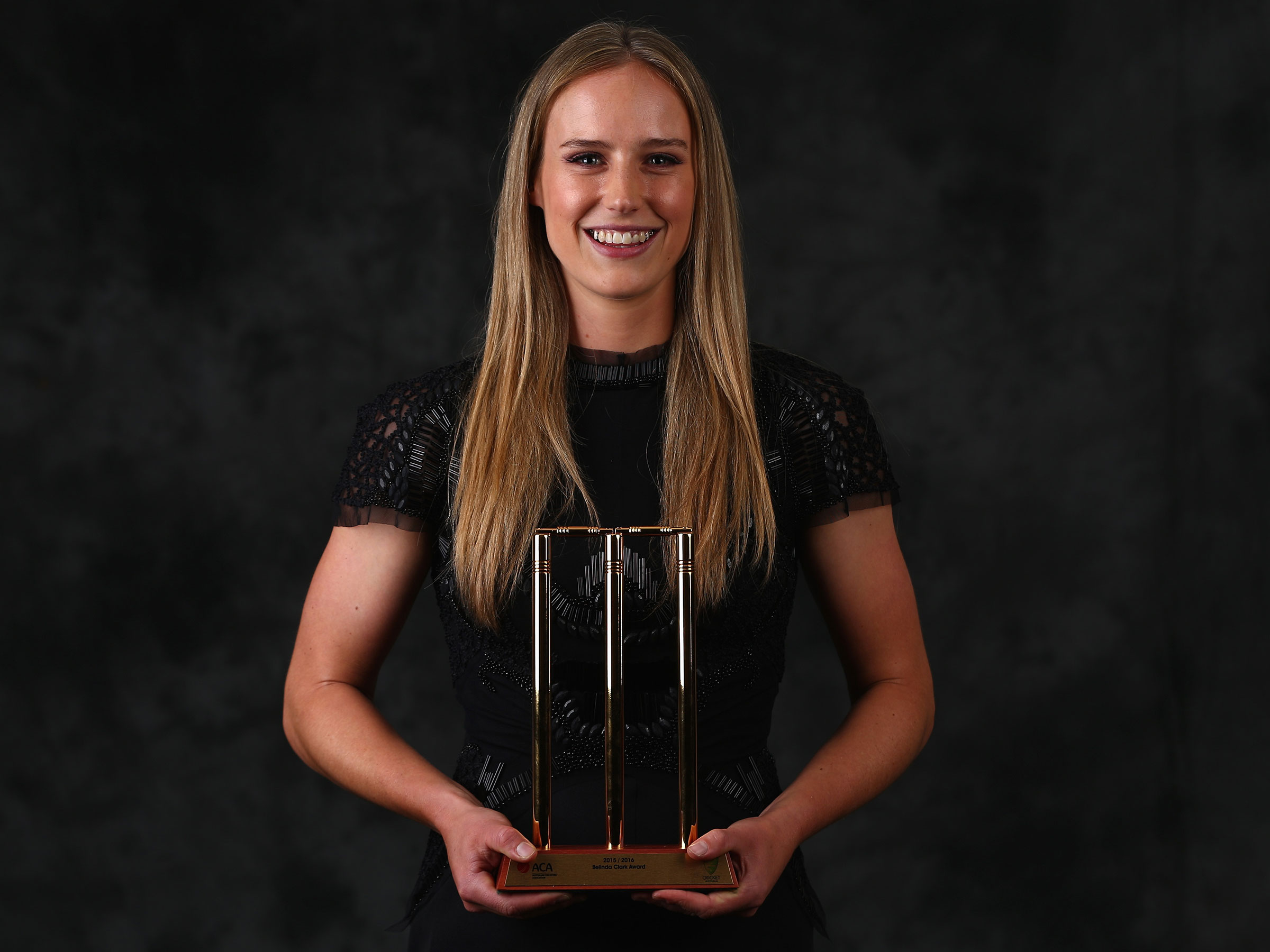 Perry with the Belinda Clark Medal as Australia's best player in 2015 // Getty