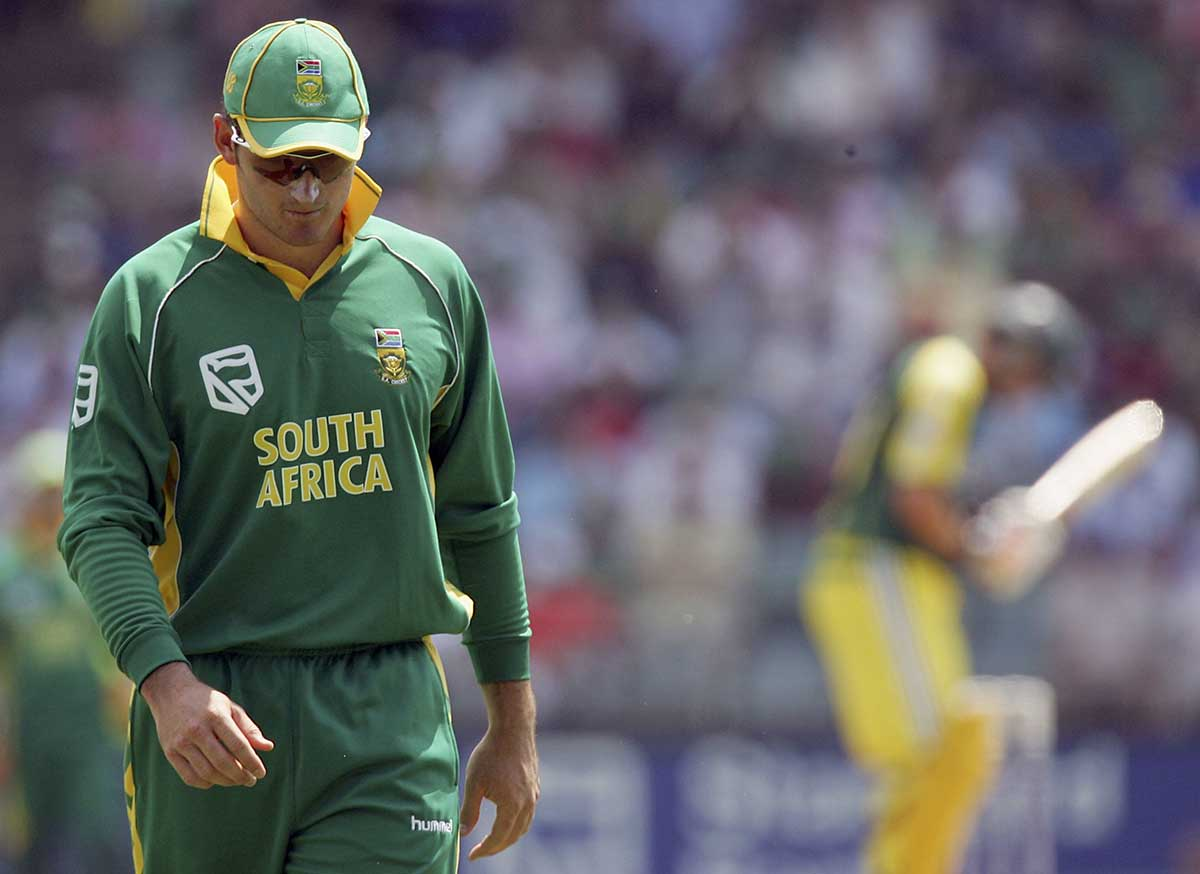 Smith ponders choices during the Aussie onslaught // Getty