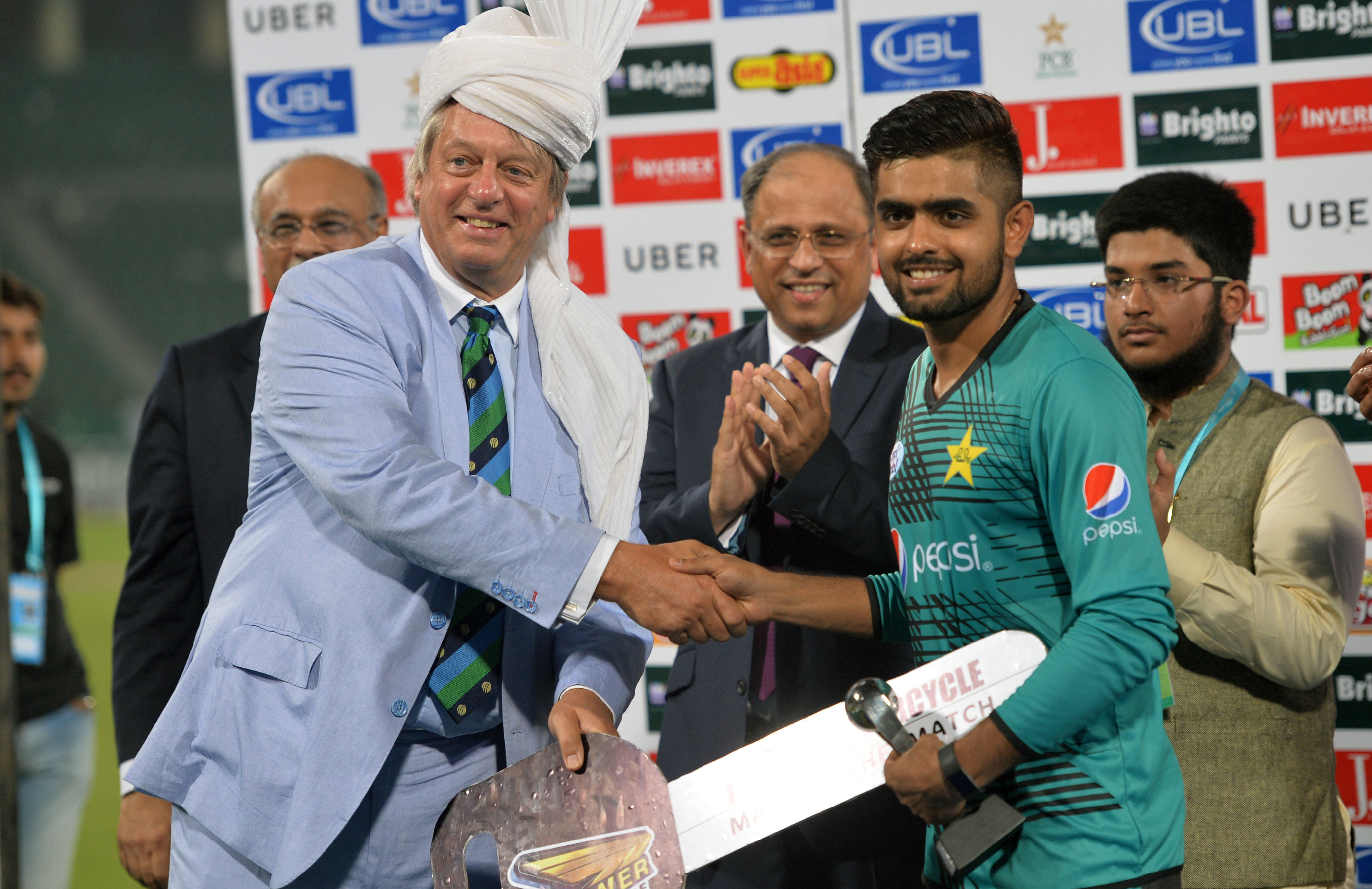 Pakistan's Babar Azam accepts his man of the match award after hitting 86 // Getty