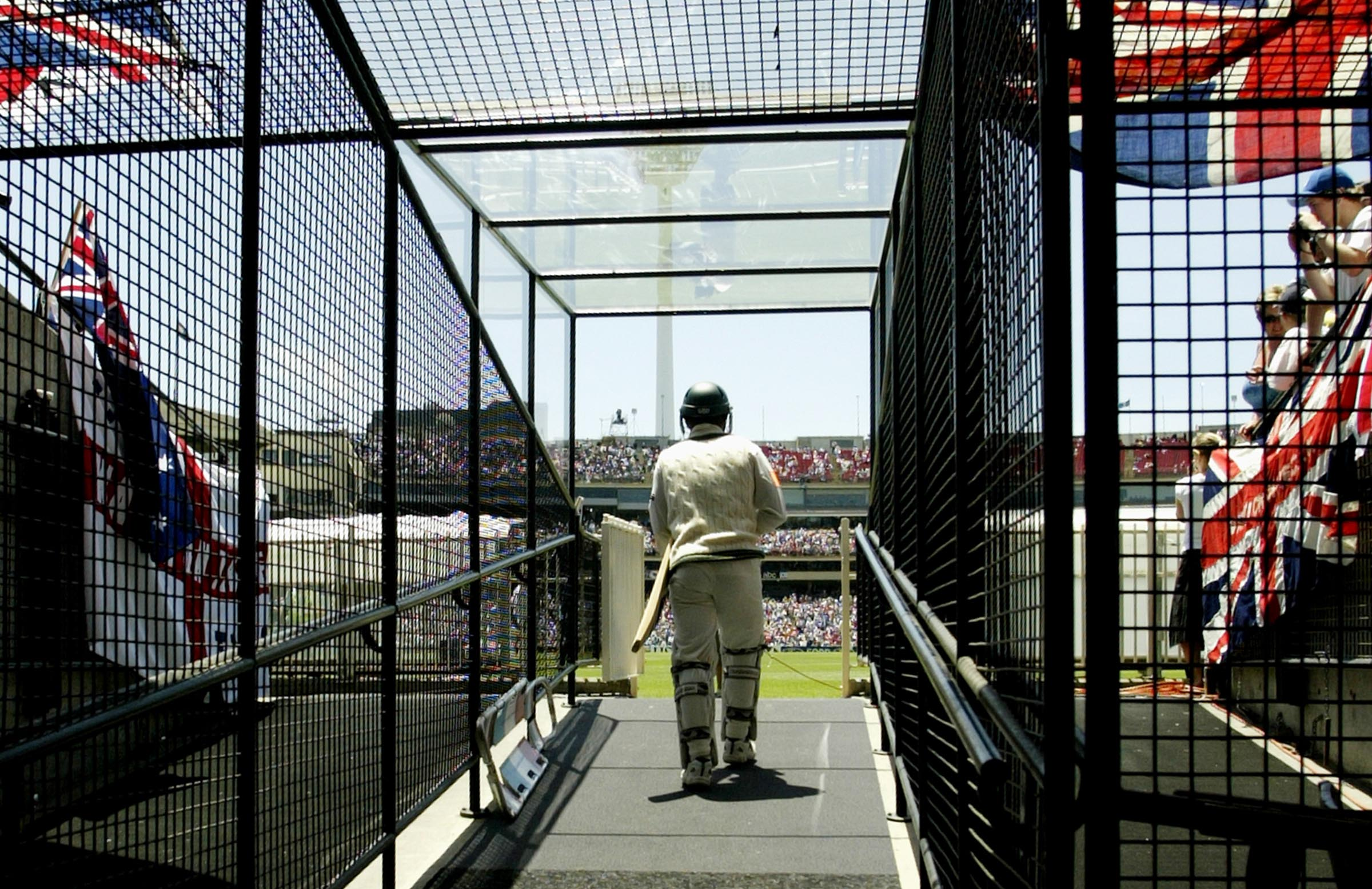 Justin Langer walks out to bat at the MCG in 2002 // Getty