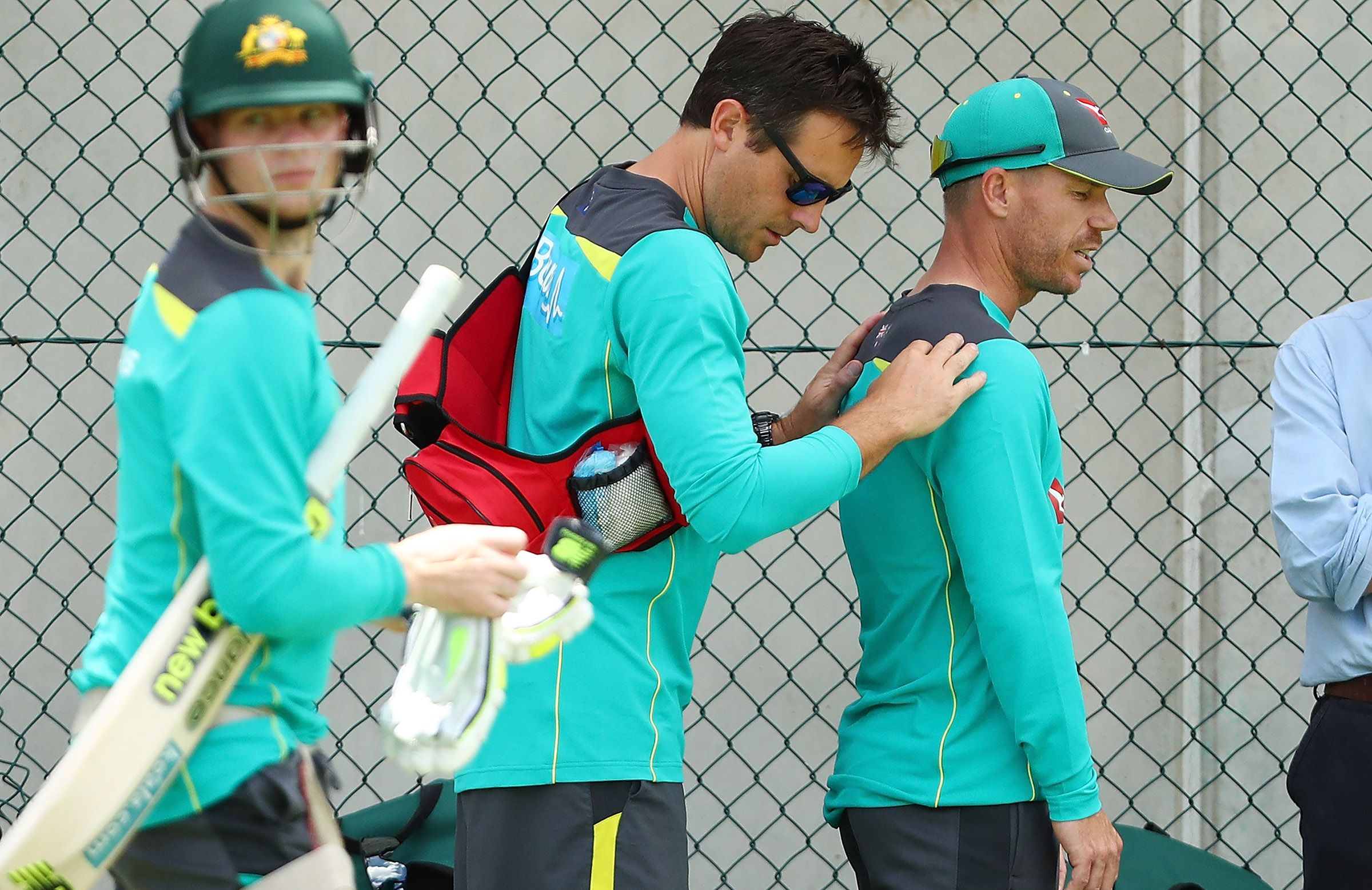 Warner received treatment on his neck at yesterday's net session // Getty