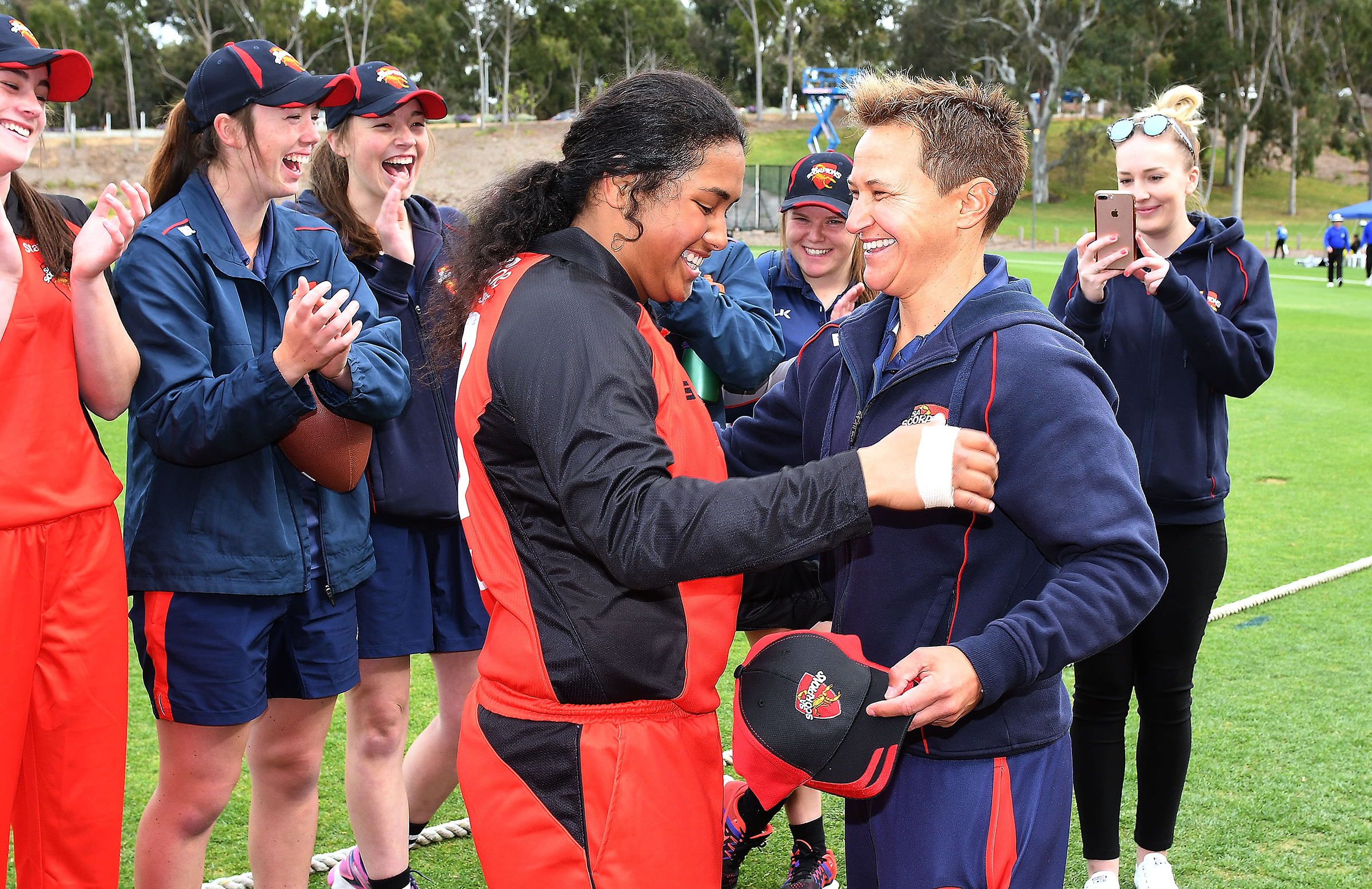 Shelley Nitschke (right) presents Saville with her SA Scorpions cap // Getty