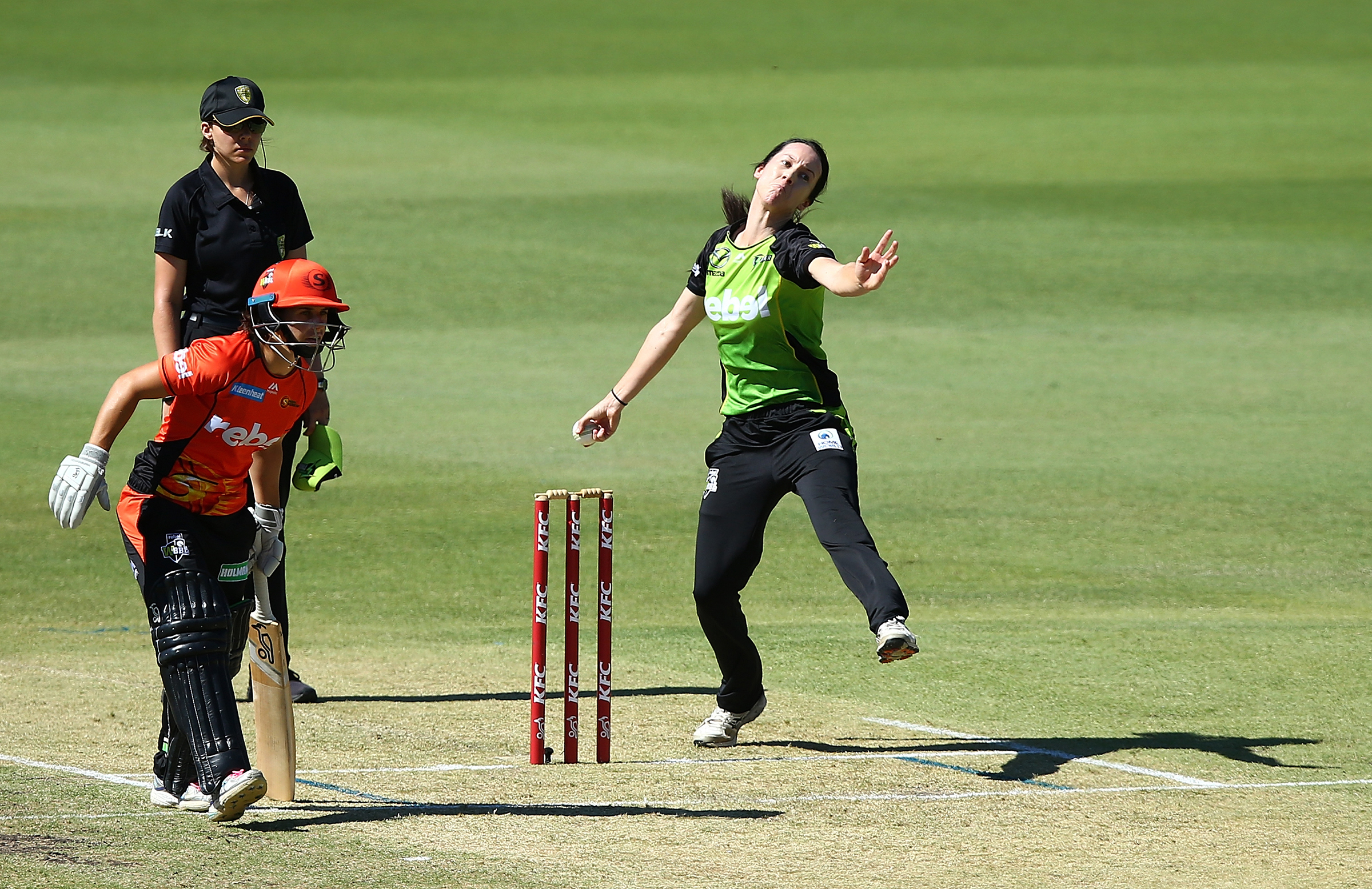 Lisa Griffith sends down a delivery against Perth Scorchers // Getty