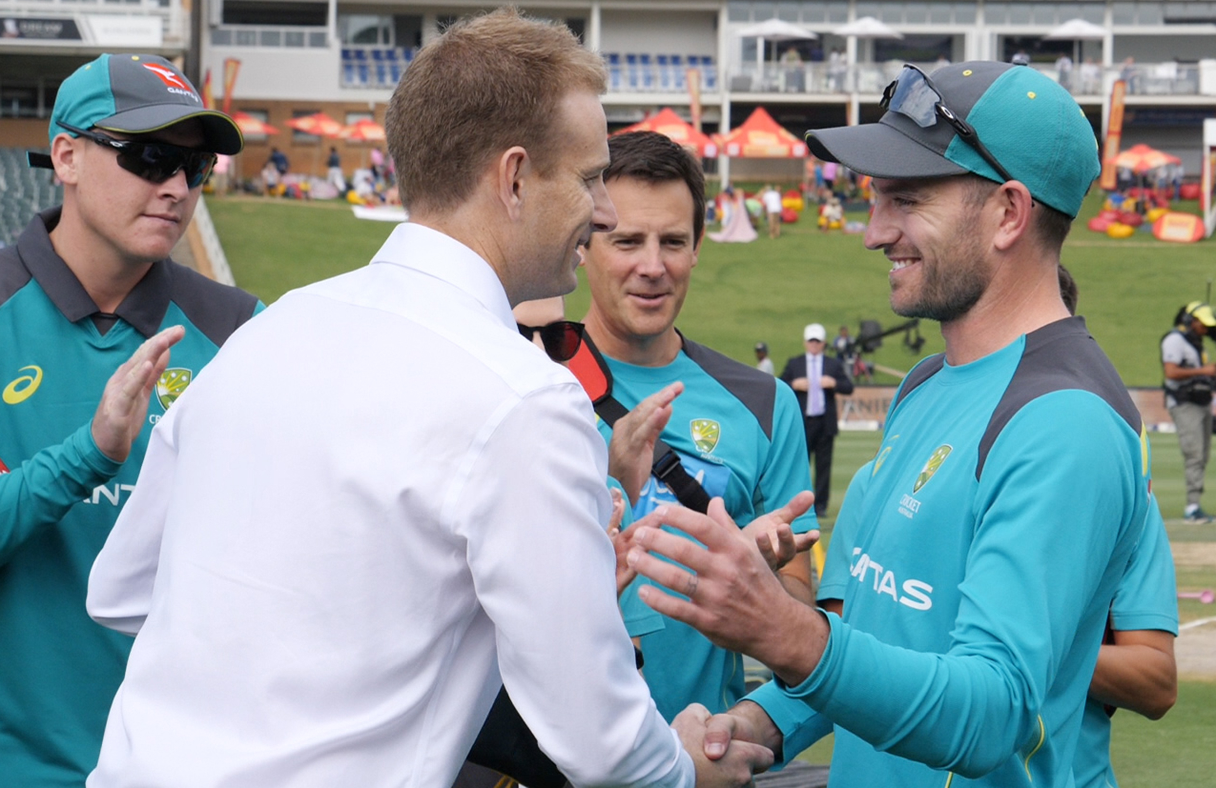 Voges presents Sayers with his Baggy Green // Cricket Network