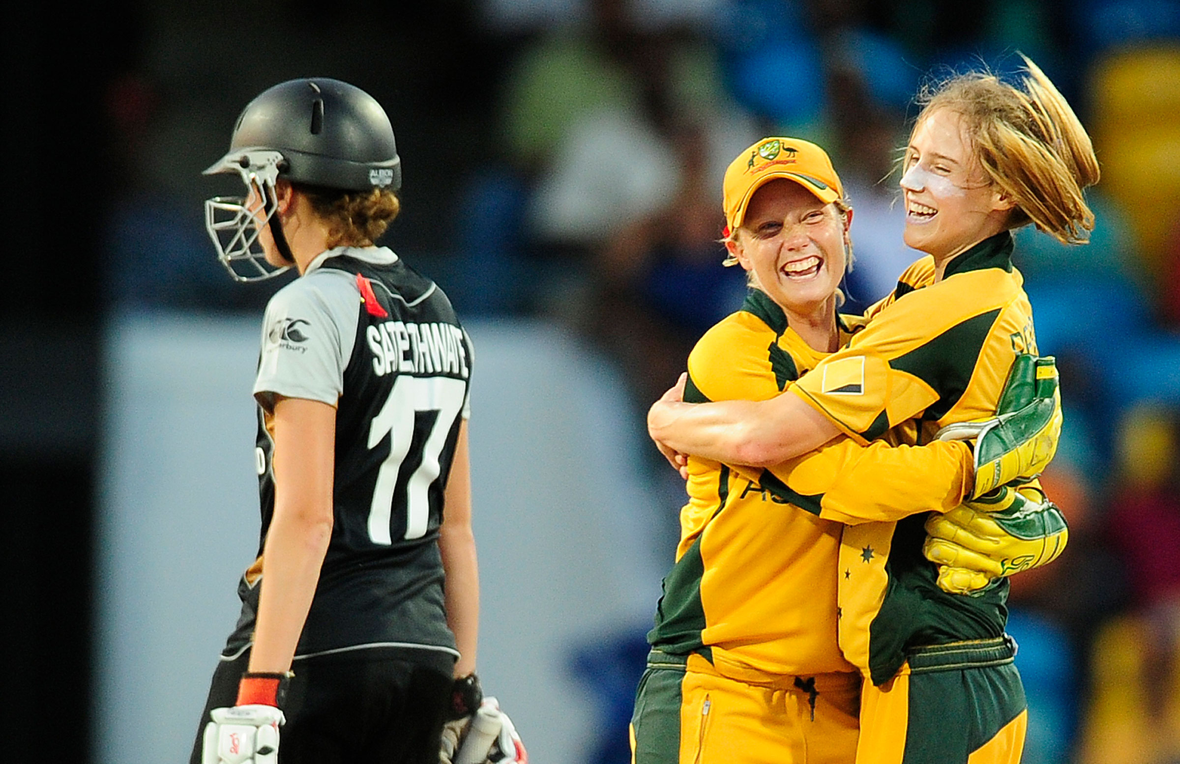 Ellyse Perry and Alyssa Healy celebrate // Getty