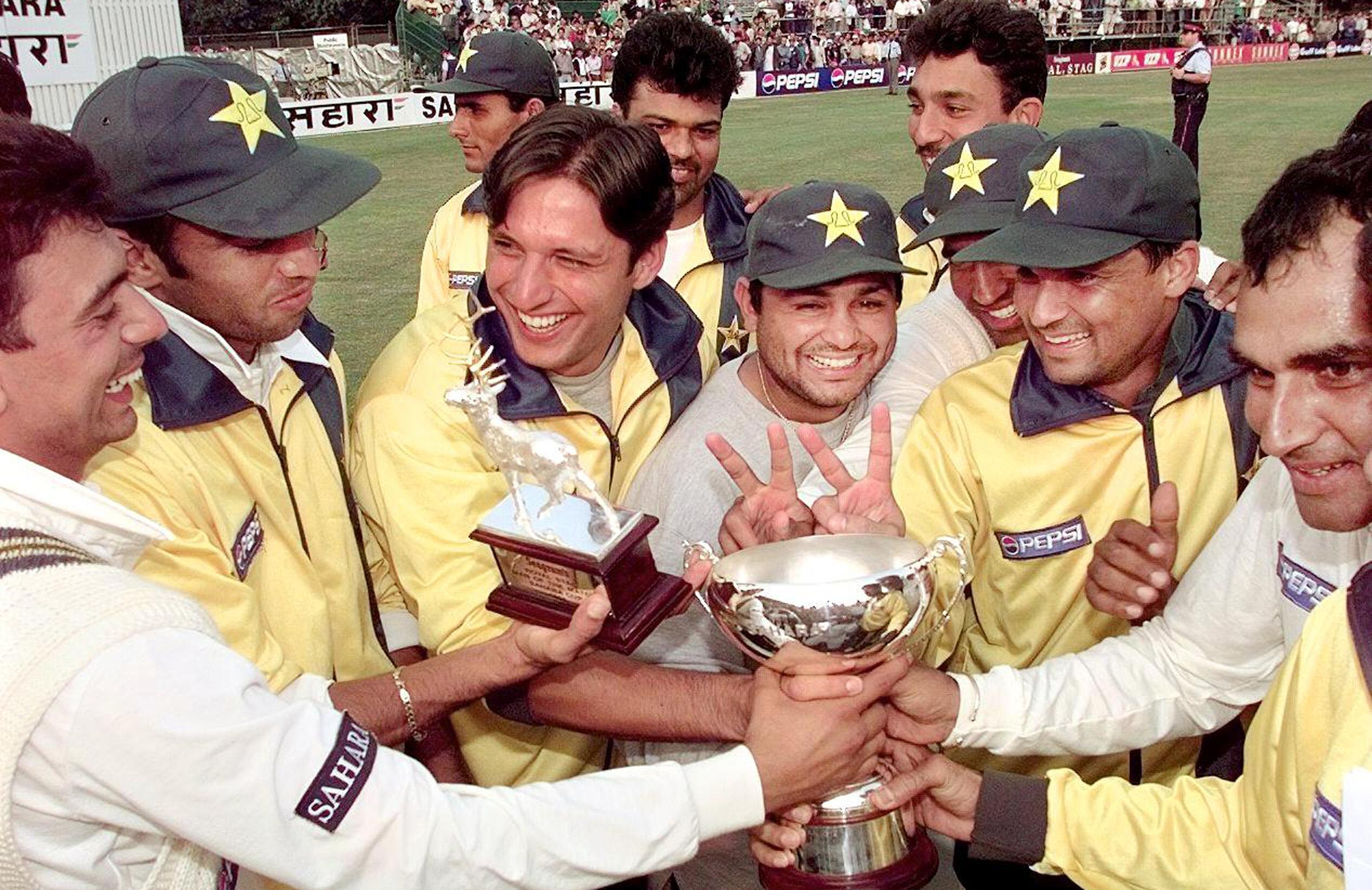 Pakistan celebrate winning the Sahara Cup in Toronto // Getty