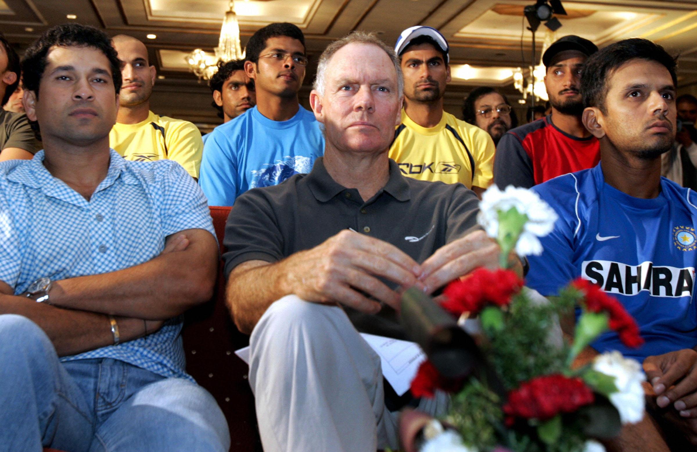 Flanked by (L) Sachin Tendulkar and Rahul Dravid, 2006 // Getty