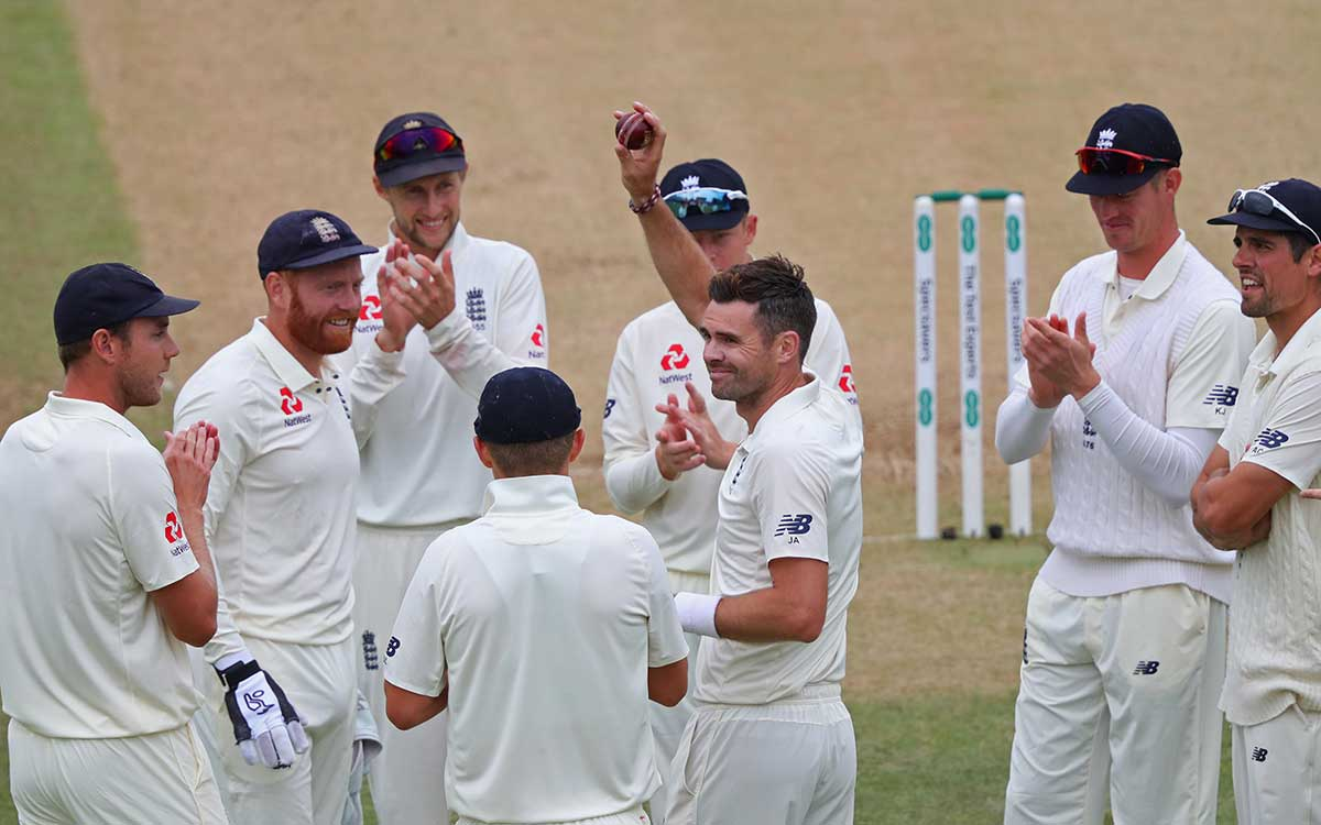 Anderson salutes 100 Lord's wickets // Getty