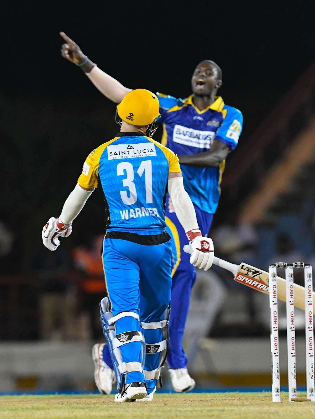 Holder celebrates Warner's wicket // Getty