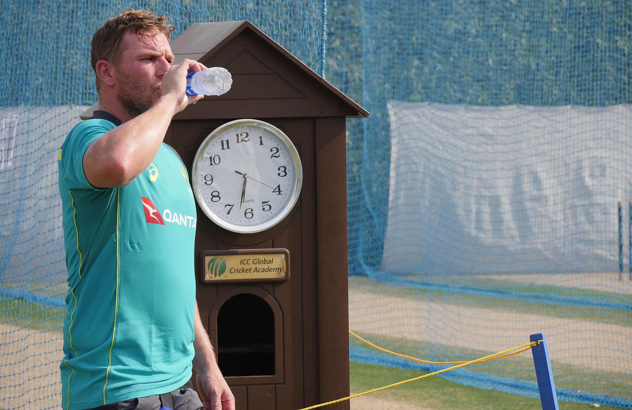 Aaron Finch takes a break in the sweltering conditions // Getty
