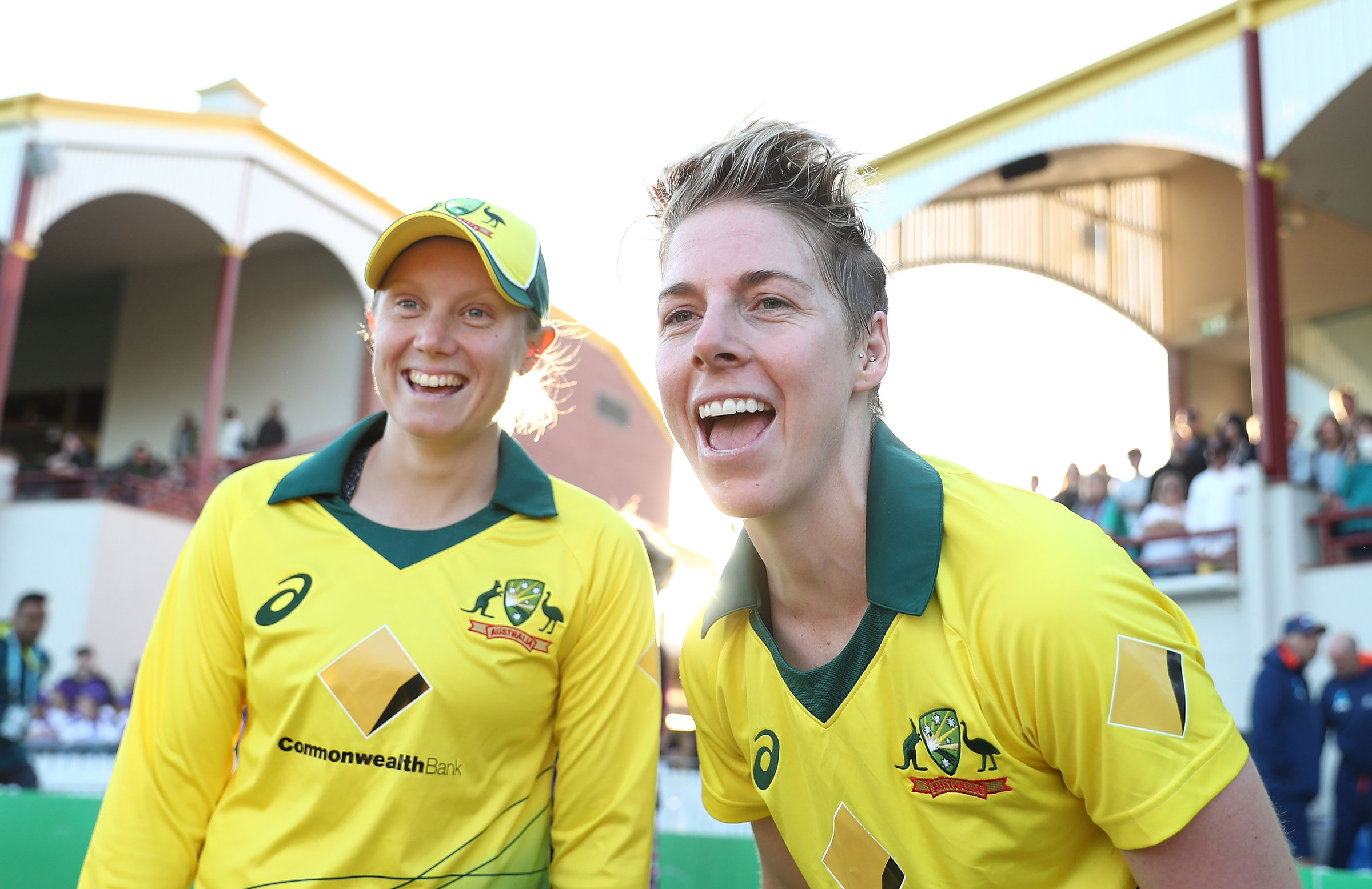 Alyssa Healy and Elyse Villani in action in Sydney // Getty Images