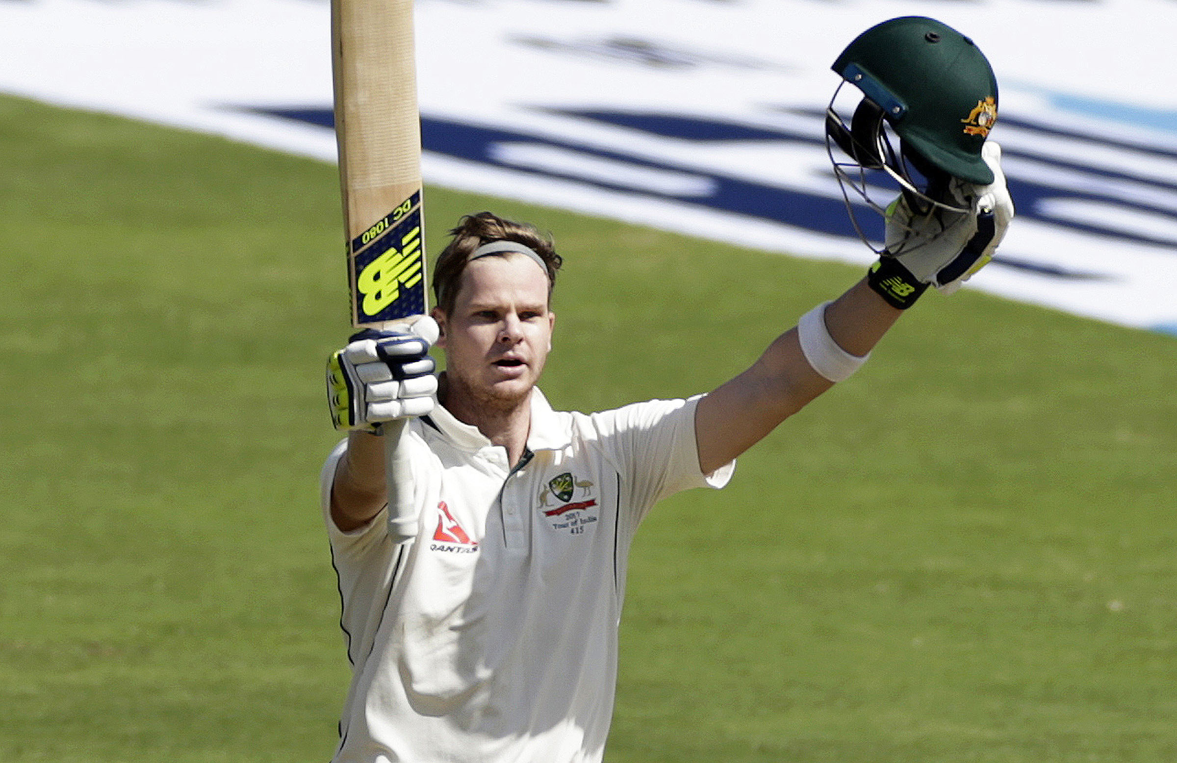 Smith celebrates a century for the ages // AAP